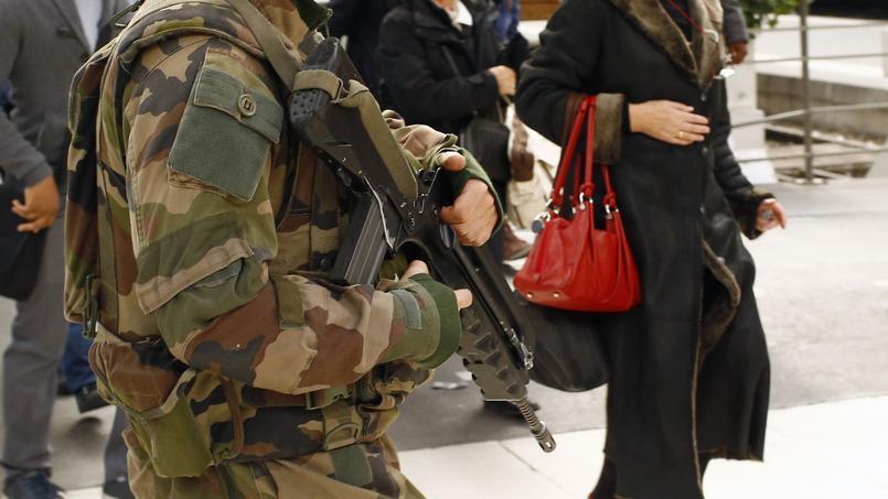 Philippe Bilger : «Les hommes politiques seront-ils à la hauteur de la guerre contre l'islamisme ?»