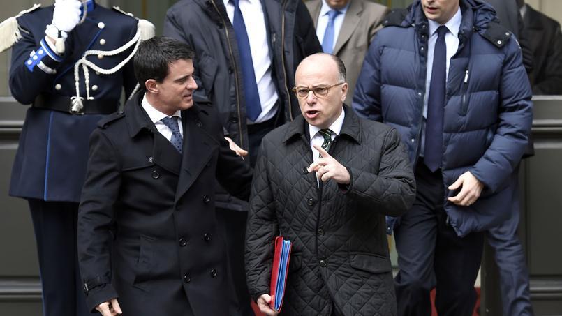 Le premier ministre Manuel Valls et le ministre de l'Intérieur Bernard Cazeneuve