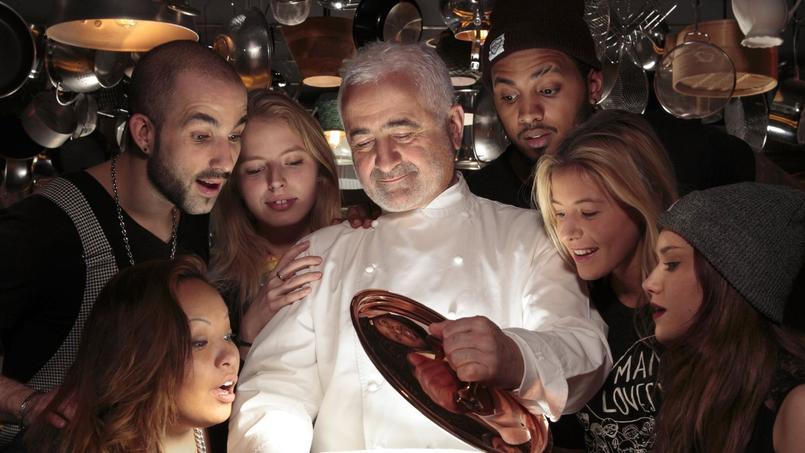 Guy Savoy dans les cuisines du Mama Shelter Paris (XXe).