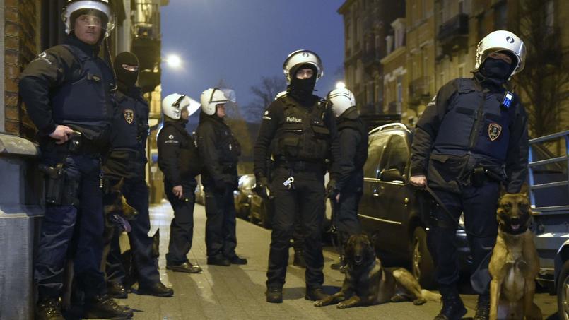 La police belge boucle le quartier de Molenbeek