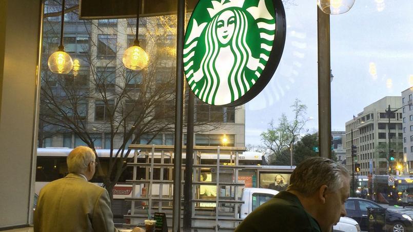 Un café Starbucks.