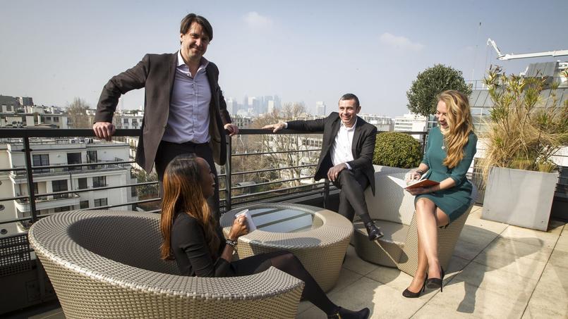 Des collaborateurs d'Accuracyavec leur PDG, FrédéricDuponchel (debout).