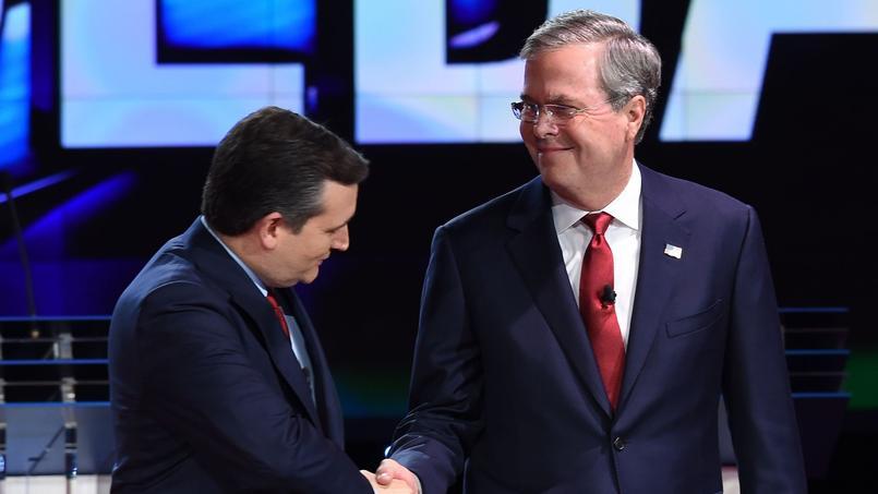 Jeb Bush (à droite) en compagnie de Ted Cruz avant un débat télévisé. Crédits photo: Robyn Beck/AFP