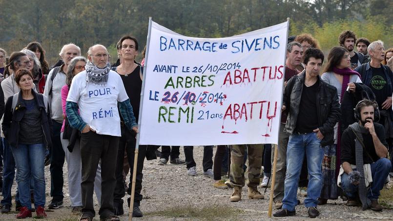 Des militants écologistes rendent hommage à Rémi Fraisse, à Sivens, en octobre 2014. Crédits photo: Rémy Gabalda/AFP