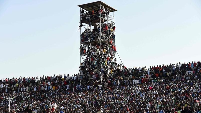 Le Nigeria joue devant 40.000 spectateurs dans un stade de 16.000 places