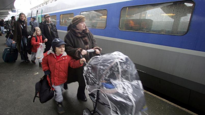 2kids1bag est disponible dans plus de 65 hôtels parisiens, ainsi que dans des lieux touristiques, les aéroports de Roissy et d'Orly, et les gares.