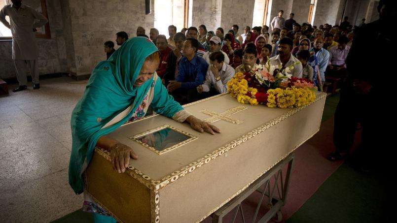 Lundi, au lendemain de l'attentat, les obsèques des premières victimes ont eu lieu.