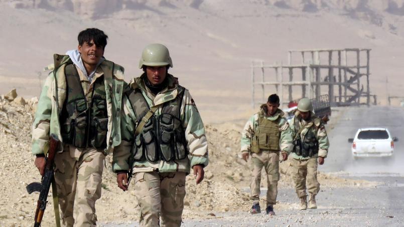Des soldats de l'armée syrienne à Palmyre après la reprise de la cité antique, le 25 mars.