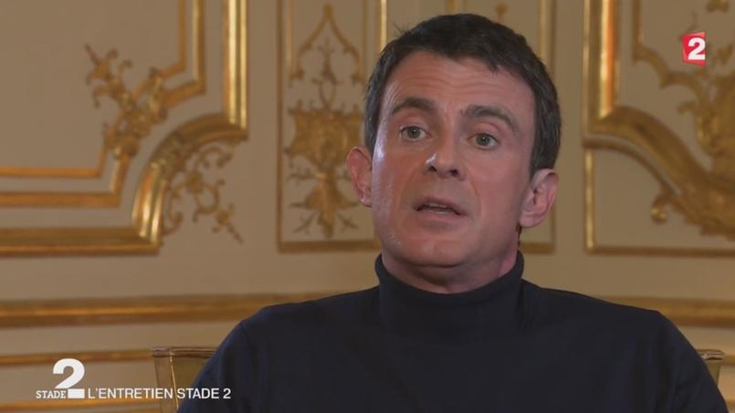 Manuel Valls «ne veut plus polémiquer» avec Benzema, un «formidable footballeur»