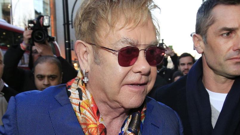 Selon les informations du magazine TMZ, Elton John aurait agressé et harcelé sexuellement durant plusieurs mois son ancien garde du corps, Jeffrey Wenninger.