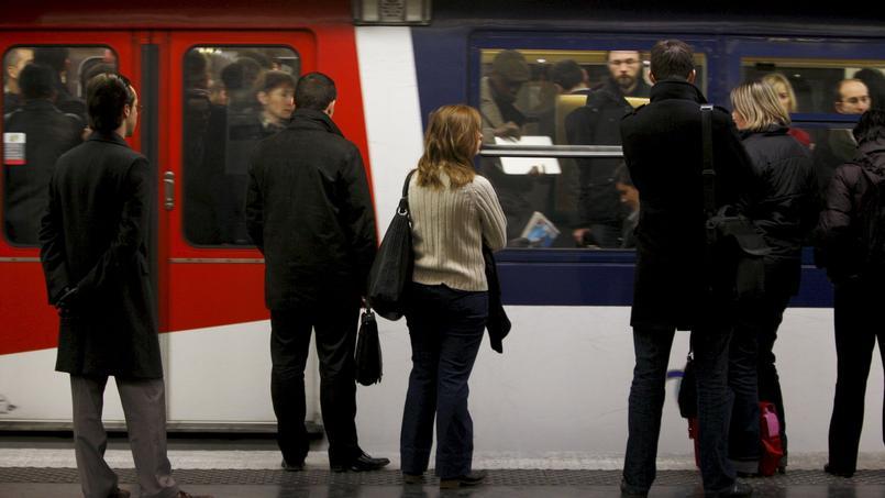 La SNCF et la RATP se partagent ces deux lignes de trains de banlieue par où transitent quotidiennement 900.000 voyageurs.