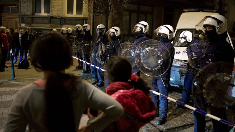 La police belge, rue de la Carpe, à Molenbeek le 19 mars dernier