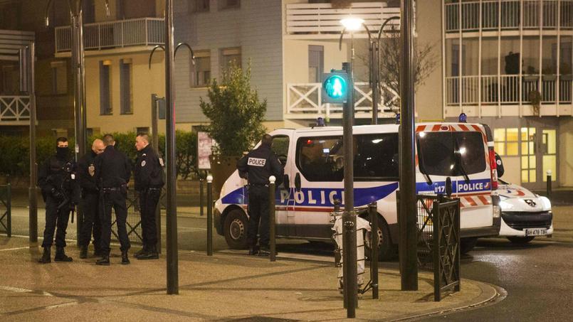 Reda Kriket, arrêté jeudi 24 mars à Boulogne-Billancourt, serait impliqué à «haut niveau» dans un réseau terroriste qui préparait un attentat en France.