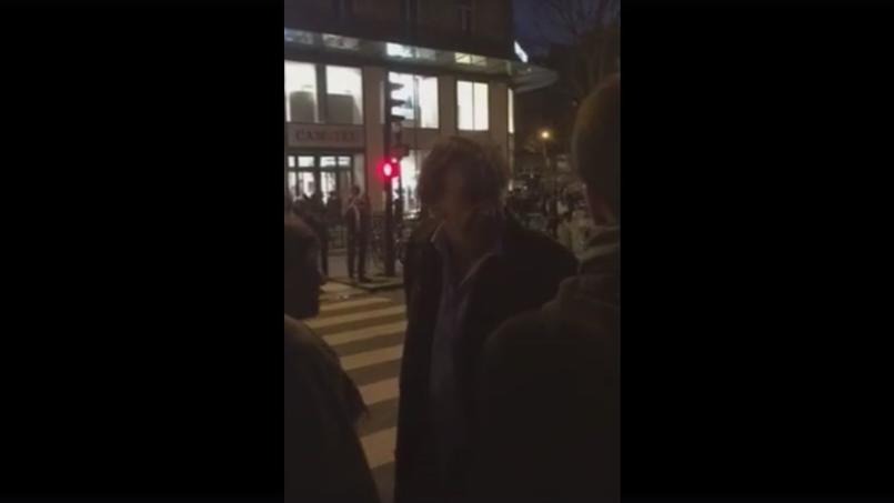 Capture d'écran d'une vidéo filmant l'éviction d'Alain Finkielkraut et de sa femme de la place de la République, samedi 16 avril 2016.