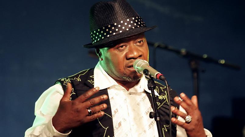 Papa Wemba est mort sur la scène du festival Femua, en bordure d'Abidjan, alors qu'il entamait la troisième chanson de son concert.