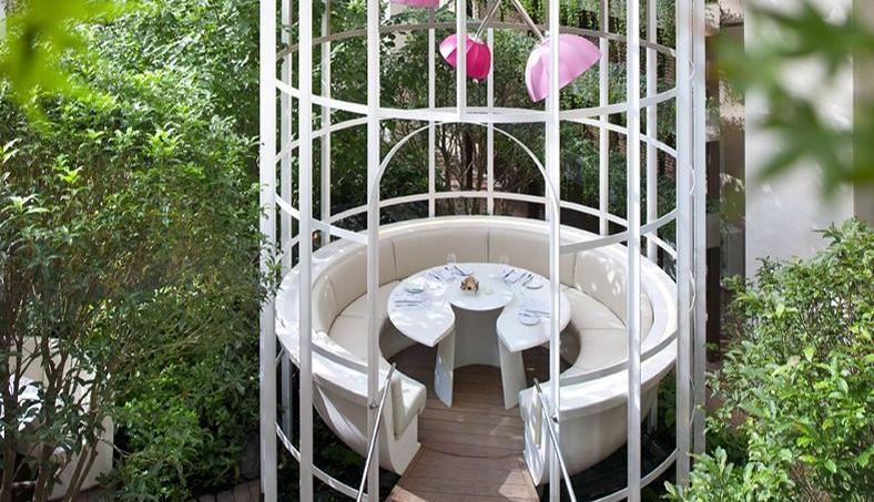 les plus beaux jardins d 39 h tel de paris. Black Bedroom Furniture Sets. Home Design Ideas