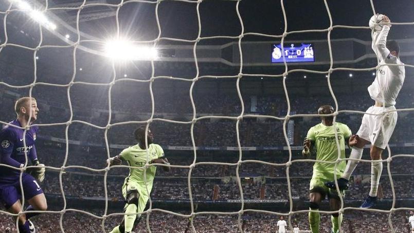 L'action insolite de Cristiano Ronaldo qui tente un «dunk» pour marquer un but