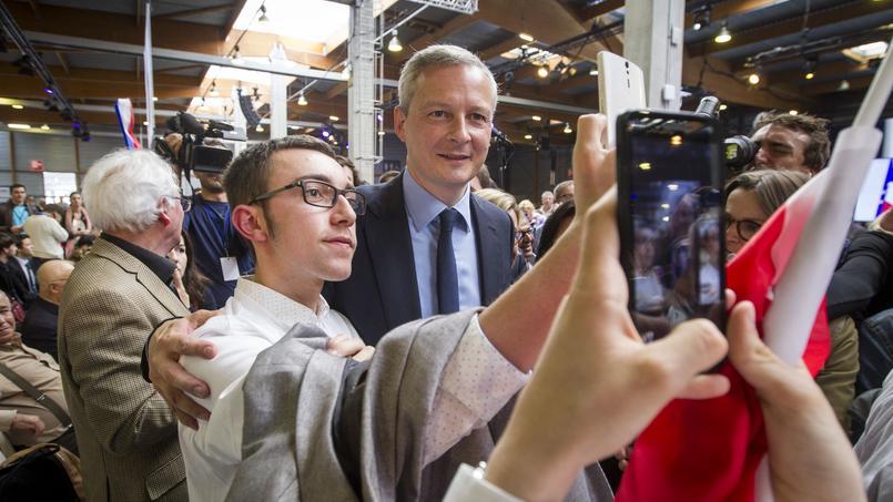 Un selfie pour Bruno Le Maire, lors du congrès fondateur du parti Les Républicains, le 30 mai 2015. Photo d'illustration.