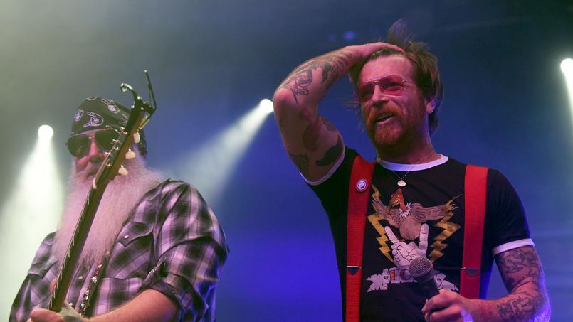 Le groupe américain s'est attiré les foudres de plusieurs organisateurs après que le chanteur Jesse Hughes a tenu des propos complotistes et racistes à propos des attaques du 13 novembre.