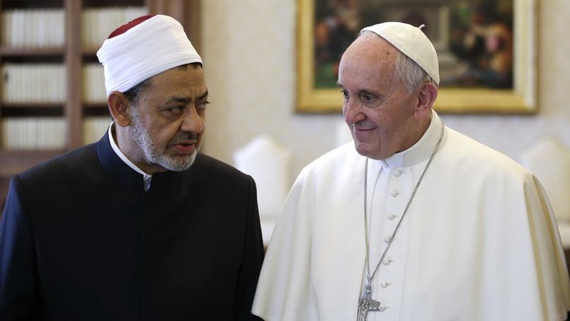 Le grand imam de l'université Al-Azhar du Caire (Égypte), le professeur Ahmad Muhammad Al-Tayeb, a été reçu lundi au Vatican par le pape François.