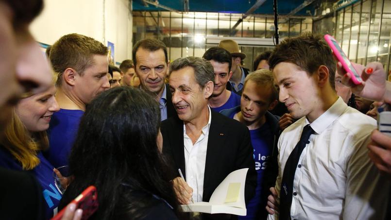 Nicolas Sarkozy, président des Républicains, samedi à Paris avec les militants du collectif «Nous les Jeunes»
