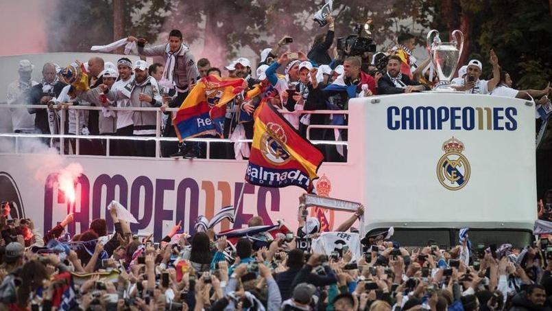 L'impressionnant bain de foule du Real Madrid de retour en Espagne