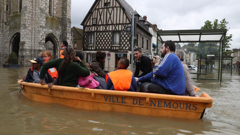 Le centre-ville de Nemours évacué.