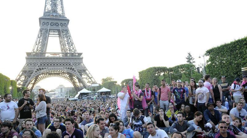 Supporters du Stade français au Champ-de-Mars lors de la finale du Top 14 en juin 2015