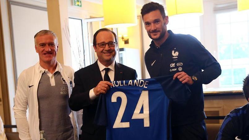François Hollande a dîné avec les Bleus à Clairefontaine, dimanche 5 juin.