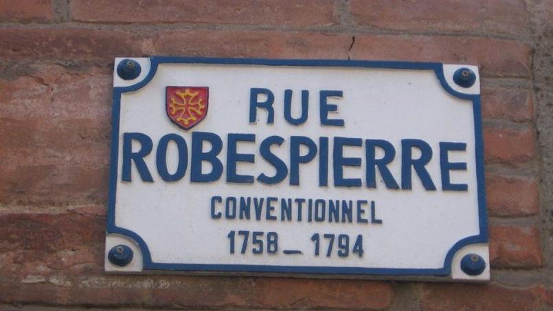 A Toulouse, l'ancienne rue des Prisons a été rebaptisée rue Robespierre en janvier 1937.
