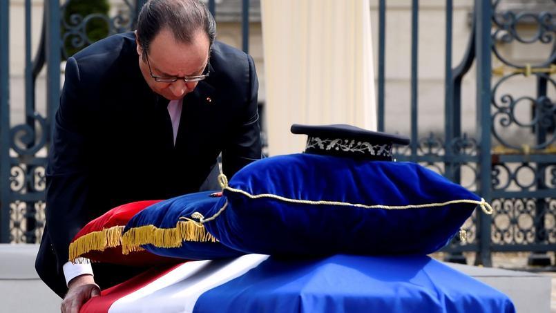 La cérémonie a commencé à 10h30 devant la préfecture des Yvelines, à Versailles.