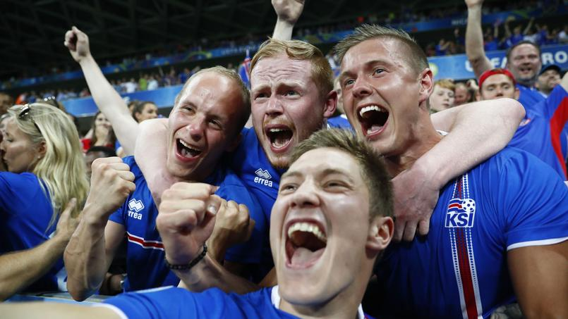Les supporteurs islandais au cours de la rencontre face à l'Angleterre.