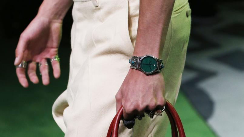 Sur les défilés d'Alessandro Michele, les montres sont des accessoires de mode comme les autres (printemps-été 2017).