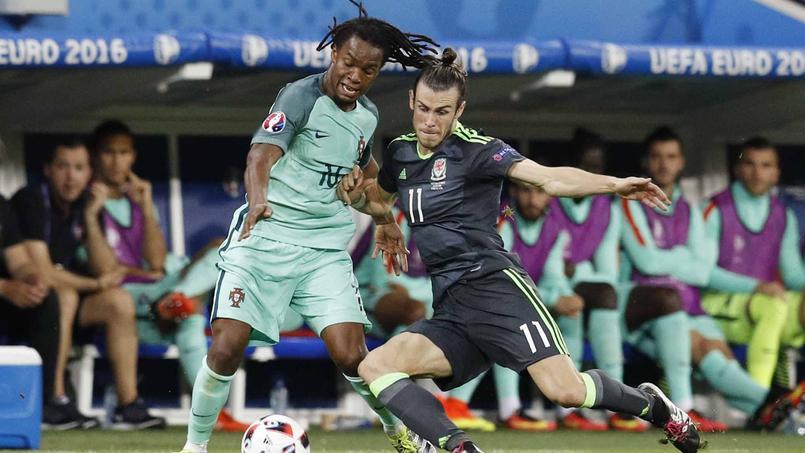 Le défenseur portugais face à la star galloise, Gareth Bale, mercredi soir en demi-finale de l'Euro. Panoramic