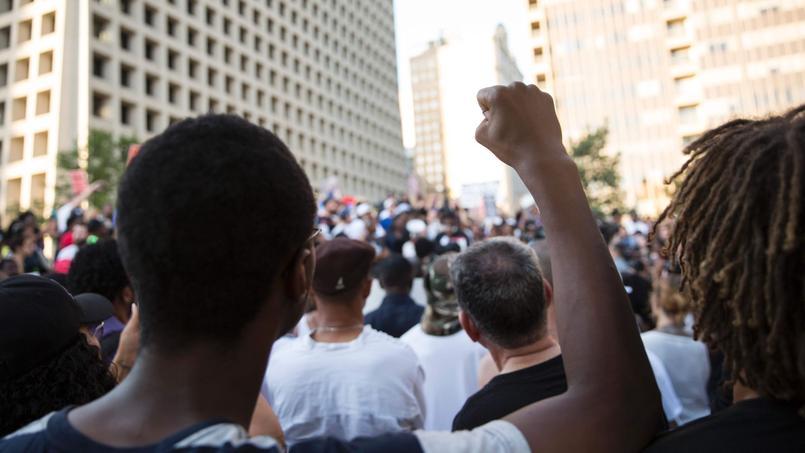 Une fusillade a éclaté jeudi à Dallas à la fin d'une manifestation contre les violences policières, faisant cinq morts, tous des policiers.