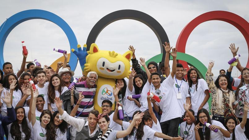 Les anneaux olympiques sur la plage de Copacabana pour Rio 2016.
