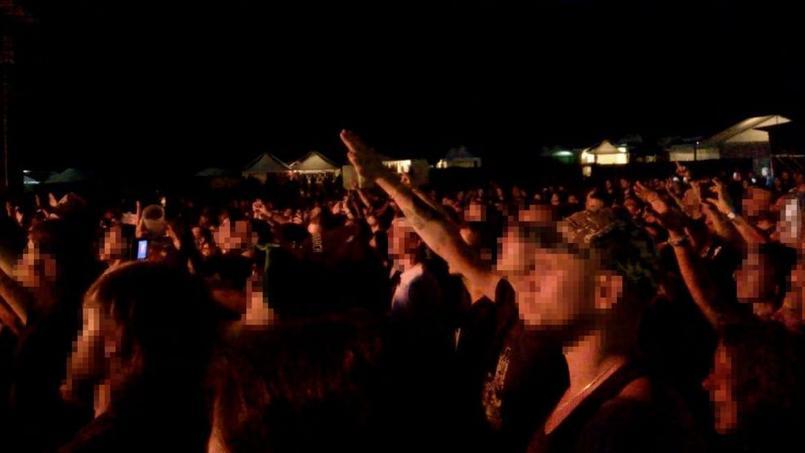 La LICRA dénonce des saluts nazis observés dans la foule du Ragnard Rock Festival ce samedi, à Simandre-sur-Suran dans l'Ain.