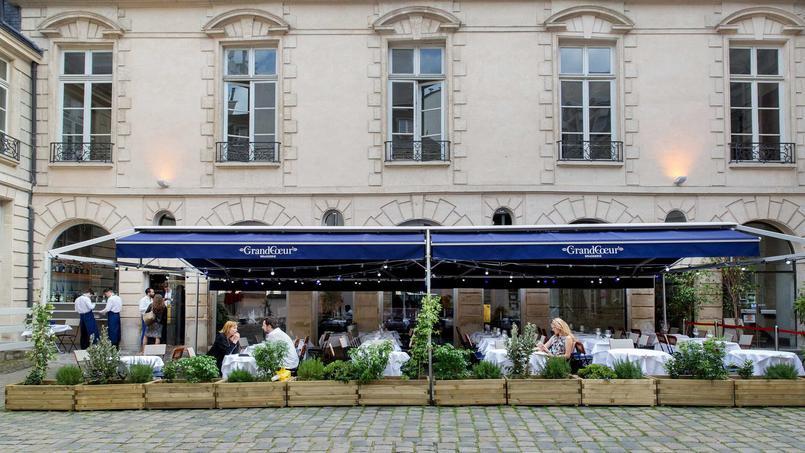 La terrasse de Grand Coeur, cachée dans une cour du Marais (IVe).