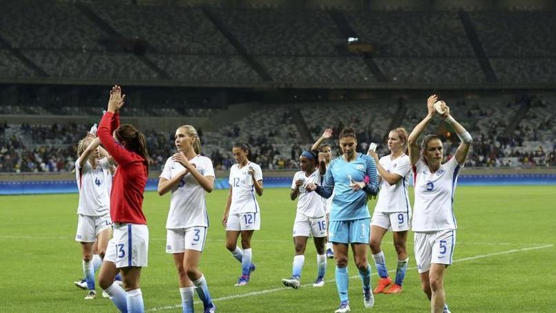Les premiers matches de football du tournoi féminin n'ont pas attiré la grande foule.