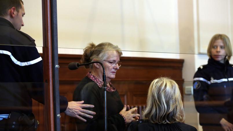 Jacqueline Sauvage lors de son procès en appel devant la cour d'assises du tribunal de Blois, le 1er décembre 2015.