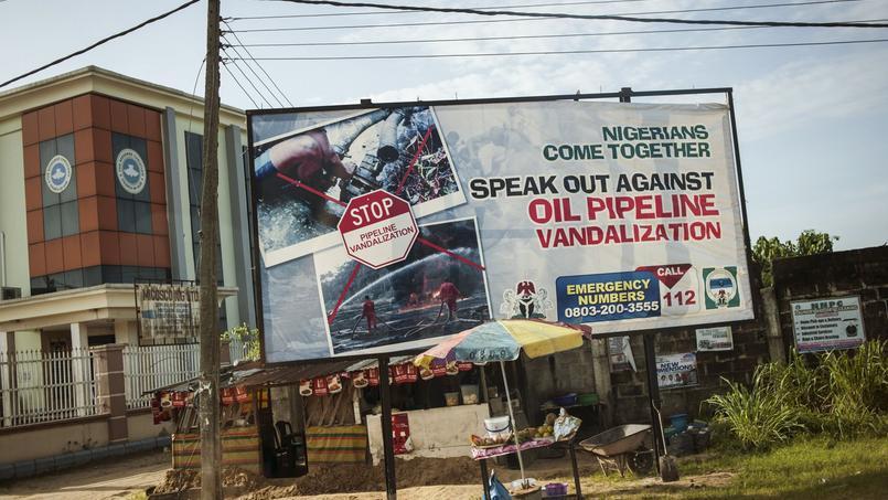 Campagne publicitaire contre la destruction des oléoducs dans la région pétrolifère du Delta.