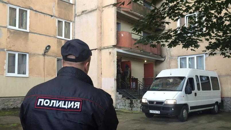 Les forces de polices russes devant l'appartement ou a eu lieu l'opération antiterroriste.