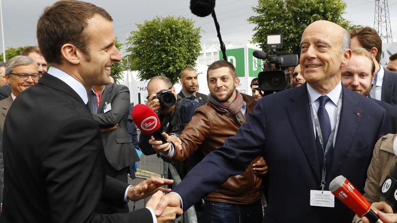 L'ancien ministre de l'Economie Emmanuel Macron et le candidat à la primaire de la droite, Alain Juppé