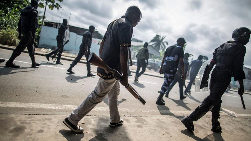Les forces de police gabonaises lèvent les barricades installées à la suite de l'annonce des résultats.