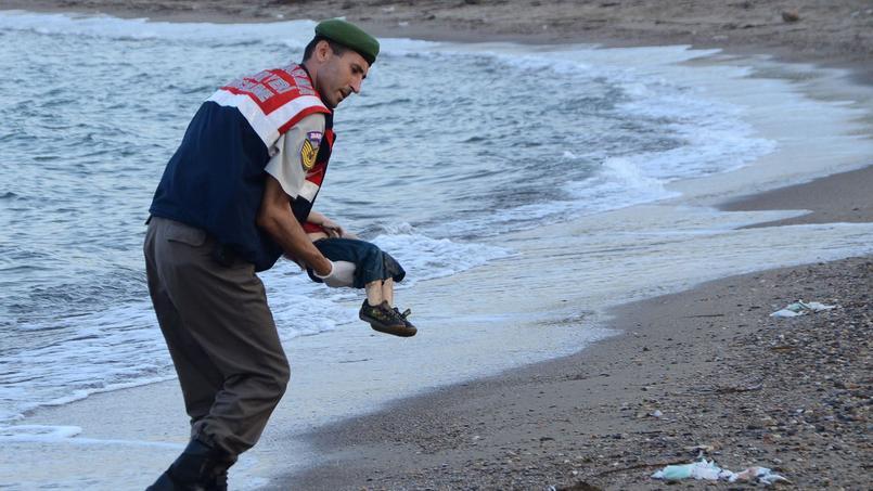 L'image du corps sans vie d'un petit garçon syrien a fait le tour de la planète par le biais des médias et des réseaux sociaux.