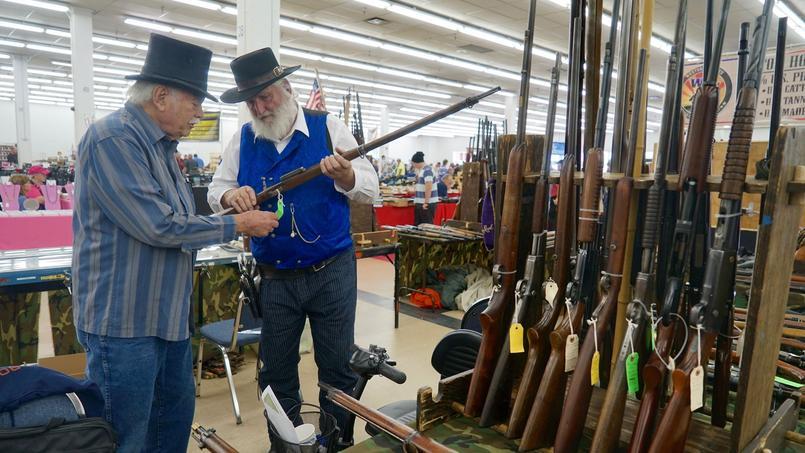 Colorado springs ce lieu o hillary clinton ne re oit for Salon des armes a feu