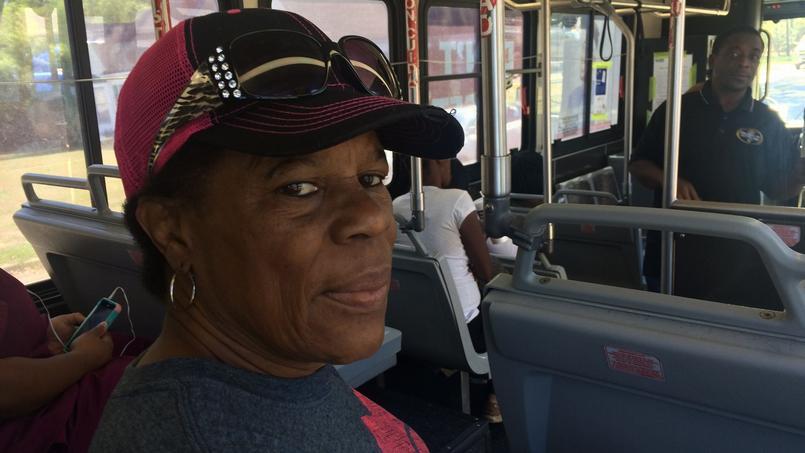Darcia Brice emprunte la ligne 10, une ligne de bus qui passe devant le lieu où l'Afro-Américaine Rosa Parks a refusé de céder sa place à des passagers blancs.