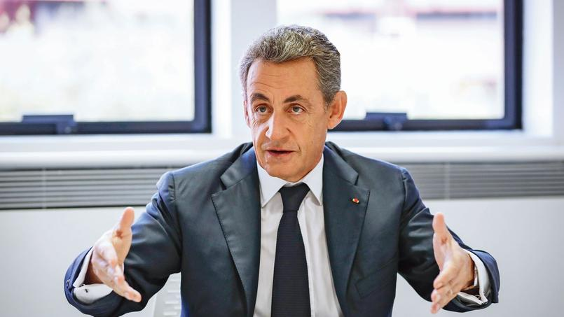 Nicolas Sarkozy dans son QGde campagne, samedi à Paris.
