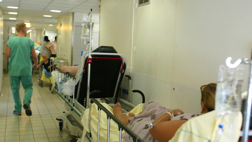 Les syndicats hospitaliers dénoncent des conditions de travail de plus en plus compliquées partout en France.