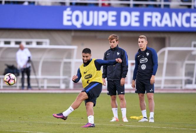 Nabil Fékir (à gauche) à l'entraînement avec Antoine Griezmann (au centre) et Lucas Digne (à droite).